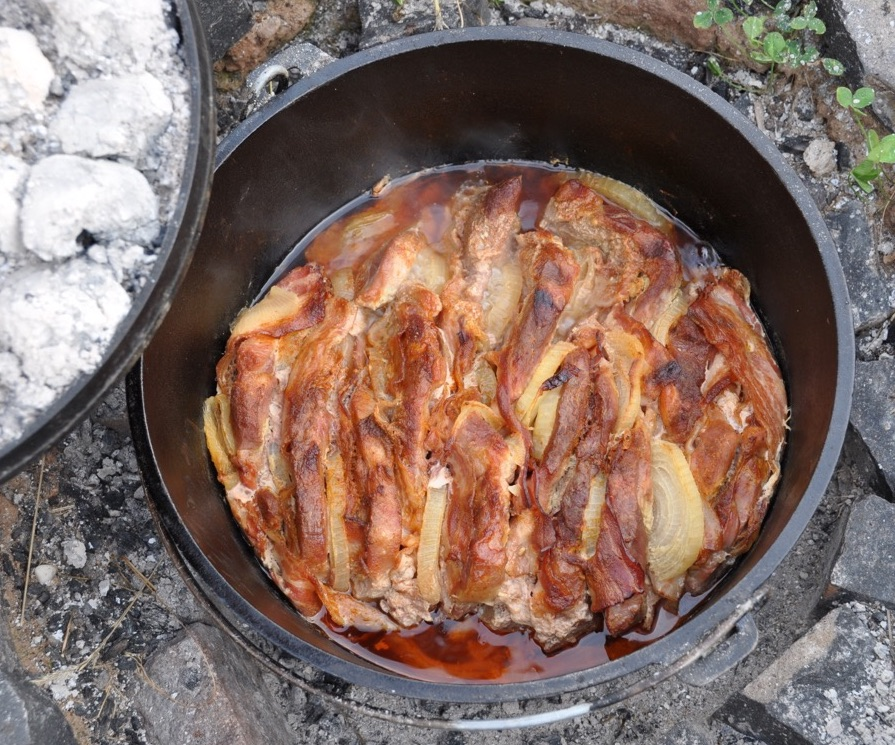 Rezept Dutch Oven Schichtfleisch Matsch Amp Piste Outdoor