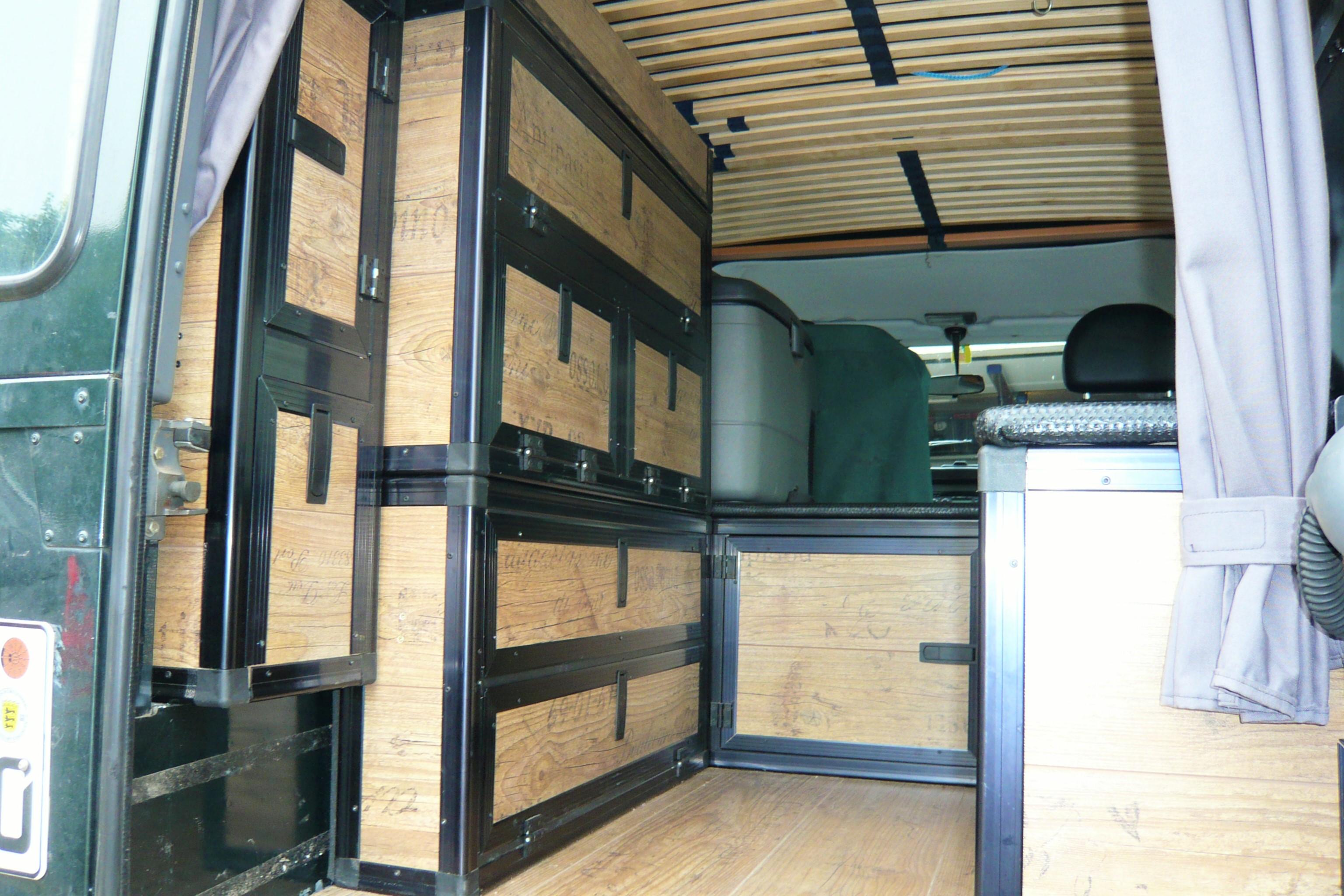 urlaubsfotos ideen 110er defender innenausbau mit laminat. Black Bedroom Furniture Sets. Home Design Ideas