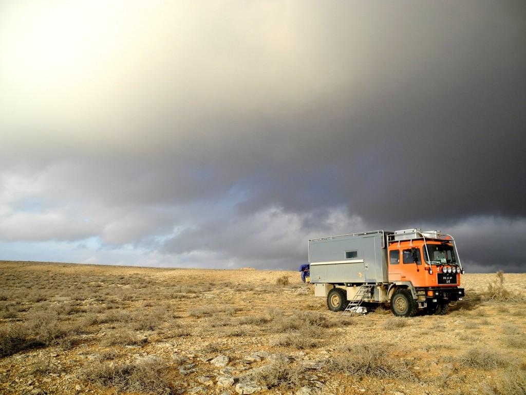 Wir fahren oft nach Kompass querfeldein und übernachten wo wir wollen. Mongolei