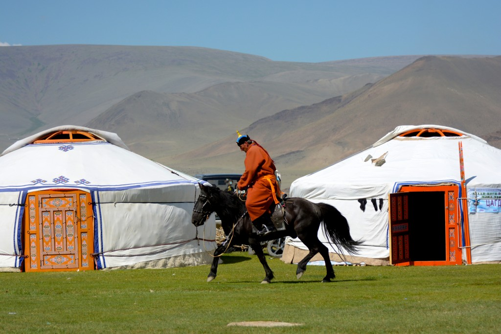 Unser erster Tag in der Mongolei auf dem alljährlichen Naadam Fest. Mongolei, Altenzugs