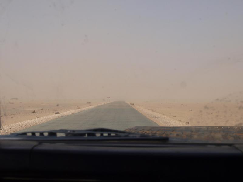 Straße und noch mehr Straße immer geradeaus, Sudan