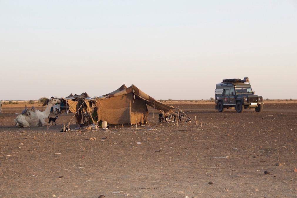 Die Nomaden zeigten uns ihr Zuhause und luden uns auf einen Tee ein, Sudan