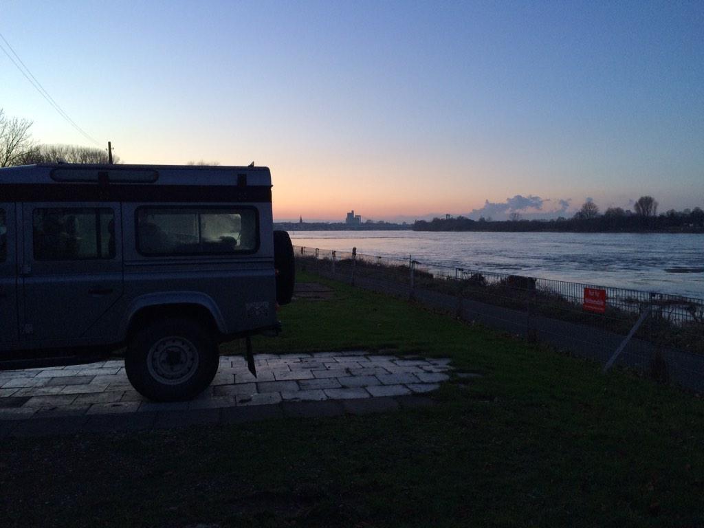 Camping mit So-gut-wie-Meeresrauschen am Rhein in Köln-Rodenkirchen