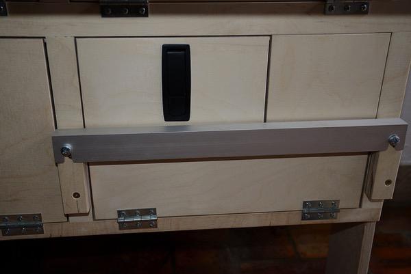 Seitenschrank Landy-Ausbau mit Aufnahmen für die Bodenplatte