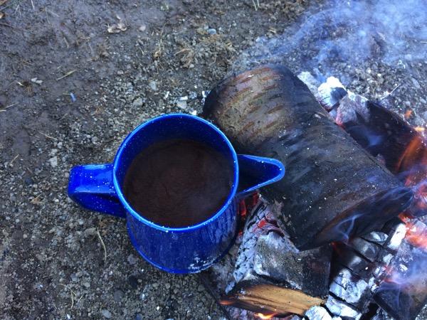 Kaffee kochen am Lagerfeuer