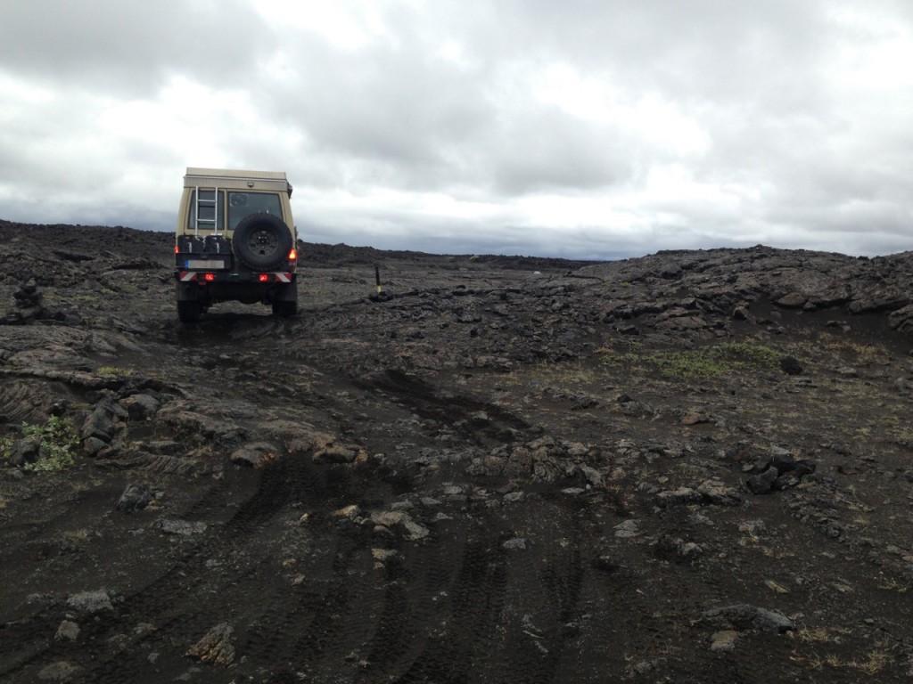Fahren auf erkalteter Lava, Island