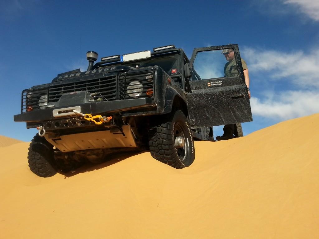 Sehr feiner Sand zehrt die Kraft auf. Sahara, Tunesien