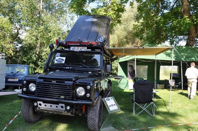 Graham Coster und Nole Adventures mit ihrem neuen Gelände-Mietwagen