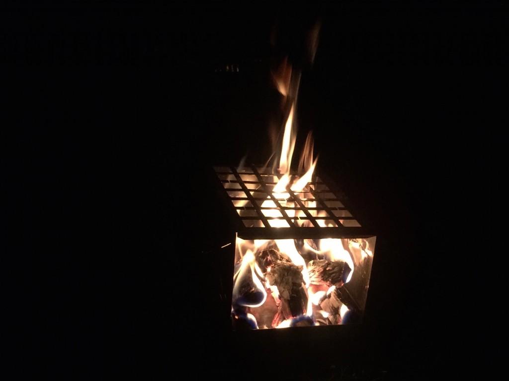 Abends ein gemütliches Feuer mit der Petromax Feuerbox