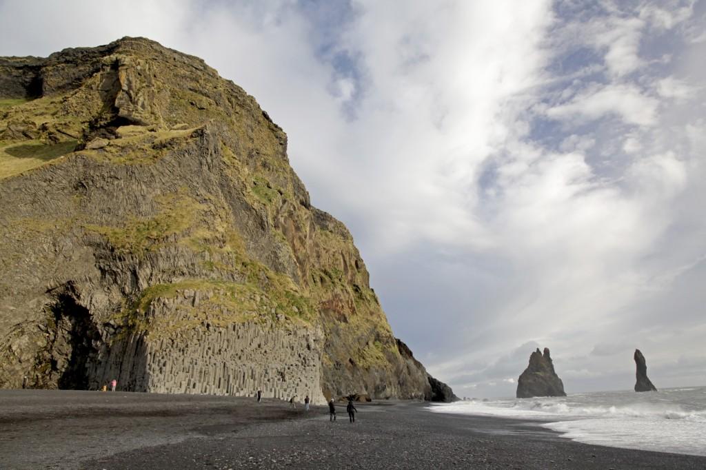 Reynisdrangar, die schwarzen Felsnadeln vor Vík