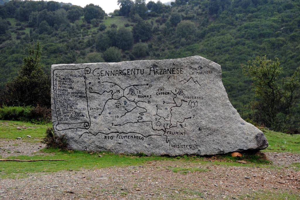 Der Einstieg zum 53 km langen Flumendosa Höhenweg und zum Nationalpark, Sardinien