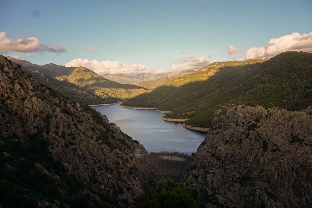 Auf dem Weg zu Korsikas Klettergebieten - Der Tolla-Staudamm