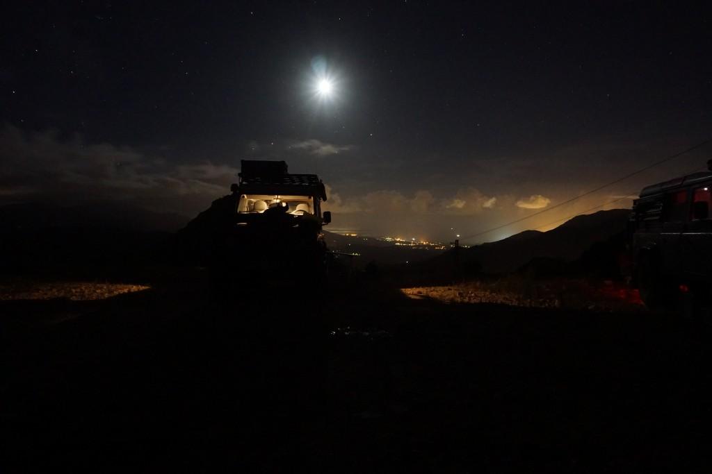 Auf dem Weg zu Korsikas Klettergebieten - Der Stellplatz bei Nacht