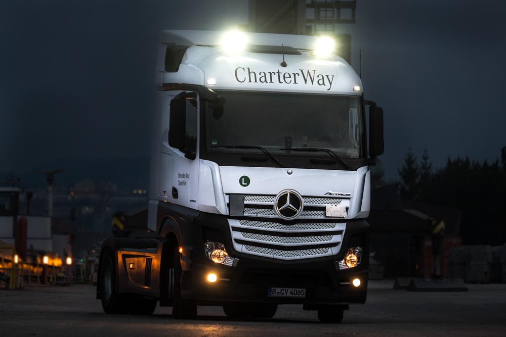 LED-Fernscheinwerfer auf einem LKW
