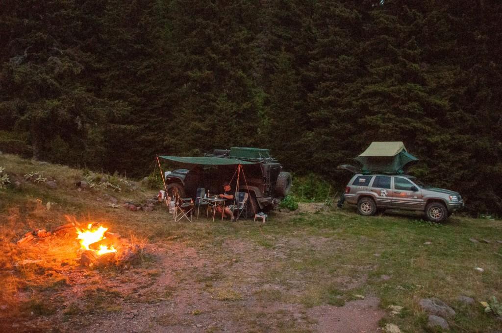 Einsames Camp in den Bergen, Stunden entfernt von Handyempfang und der nächsten Teerstraße