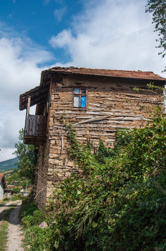 Häuser aus Baustoffen, die in der Umgebung gewonnen werden