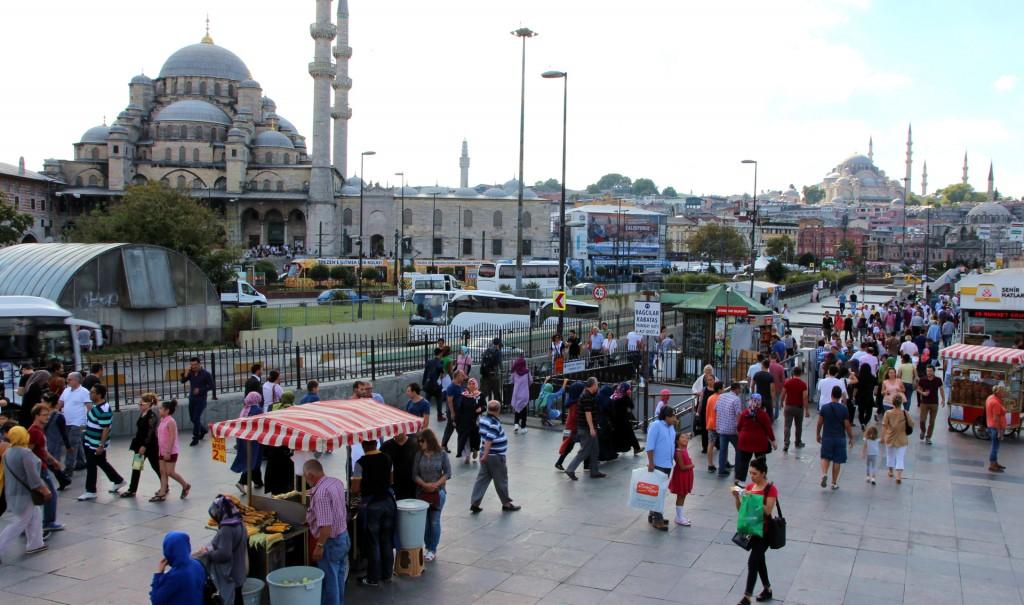Quirlige City von Istanbul – Blick auf die Hagia Sophia und Blaue Moschee
