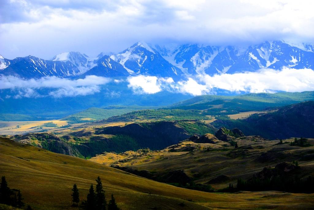 Blick auf den Altai mit seinen 4000 m Gipfeln, Altairegion in der Westmongolei