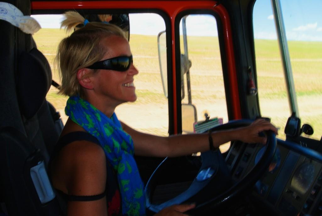 Auf dem Weg nach Ulan Bator mußte Ede die 1.800 km Piste fahren, da ich mit Blinddarmreizung fahrunfähig war. Mongolei.