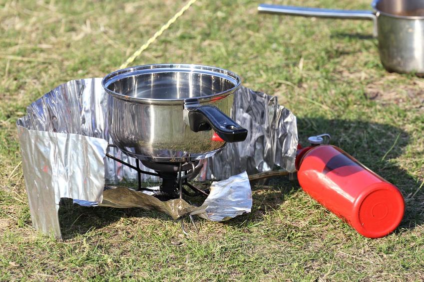 Trinkwasser-Aufbereitung: Desinfektion von Wasser durch Abkochen (©: djama, Fotolia.de)