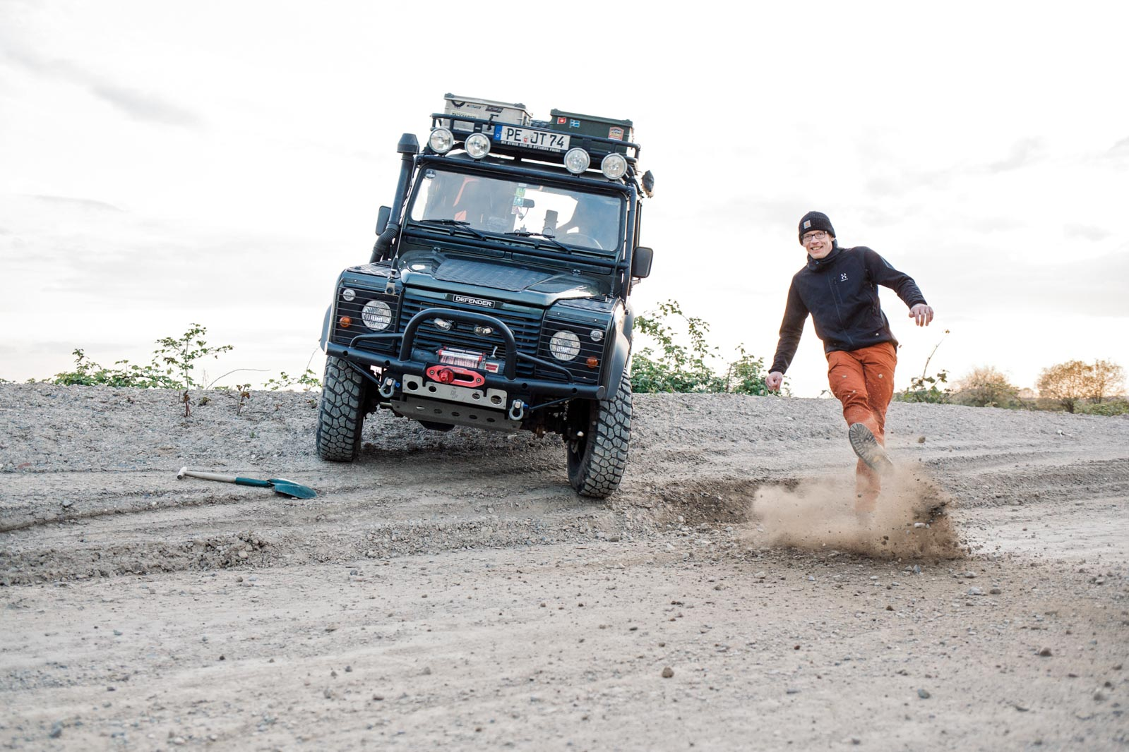 Jan Teuteberg Fotoshooting mit Defender