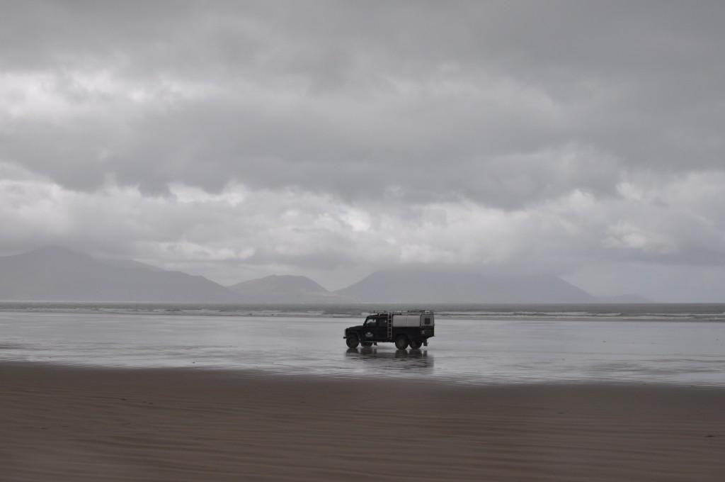 Einsamer Landy am Strand.