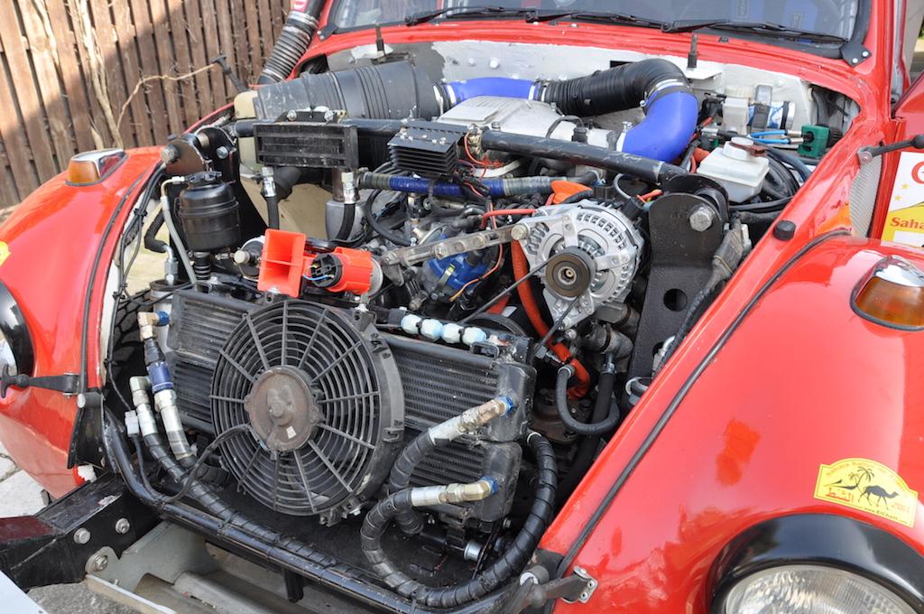 V8-Rover im Rallye-Käfer