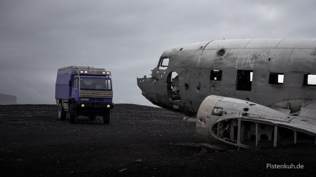 Ein altes Flugzeug-Wrack, Sólheimasandur, Island
