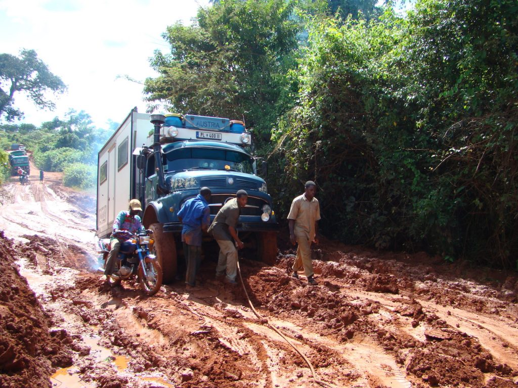 Ist das noch eine Straße? August im Schlamm in Kamerun