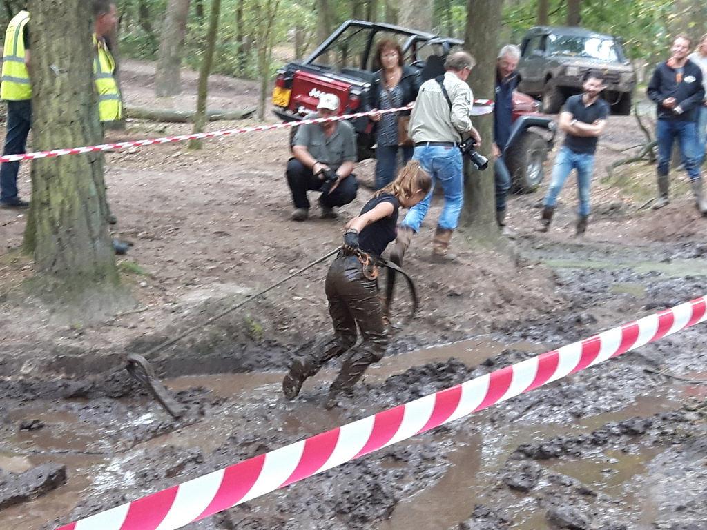 Voller Einsatz beim Mud-Cup, Terrein 2016.