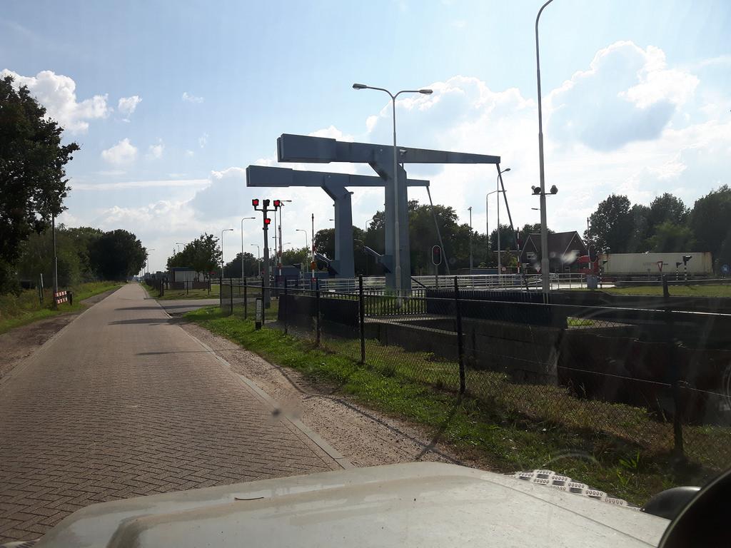 Typisch Holland: Gracht und Klappbrücke.