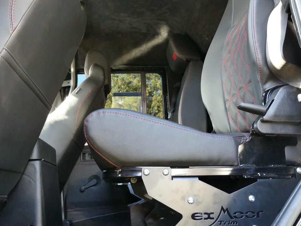 Zwei Sitze und deine Cubbybox dazwischen hinten.