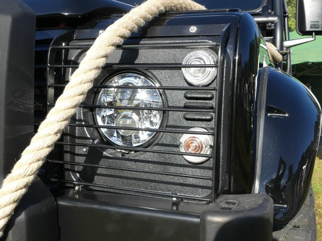 Nolden LED-Scheinwerfer und rauher Lack für die Verblendung.