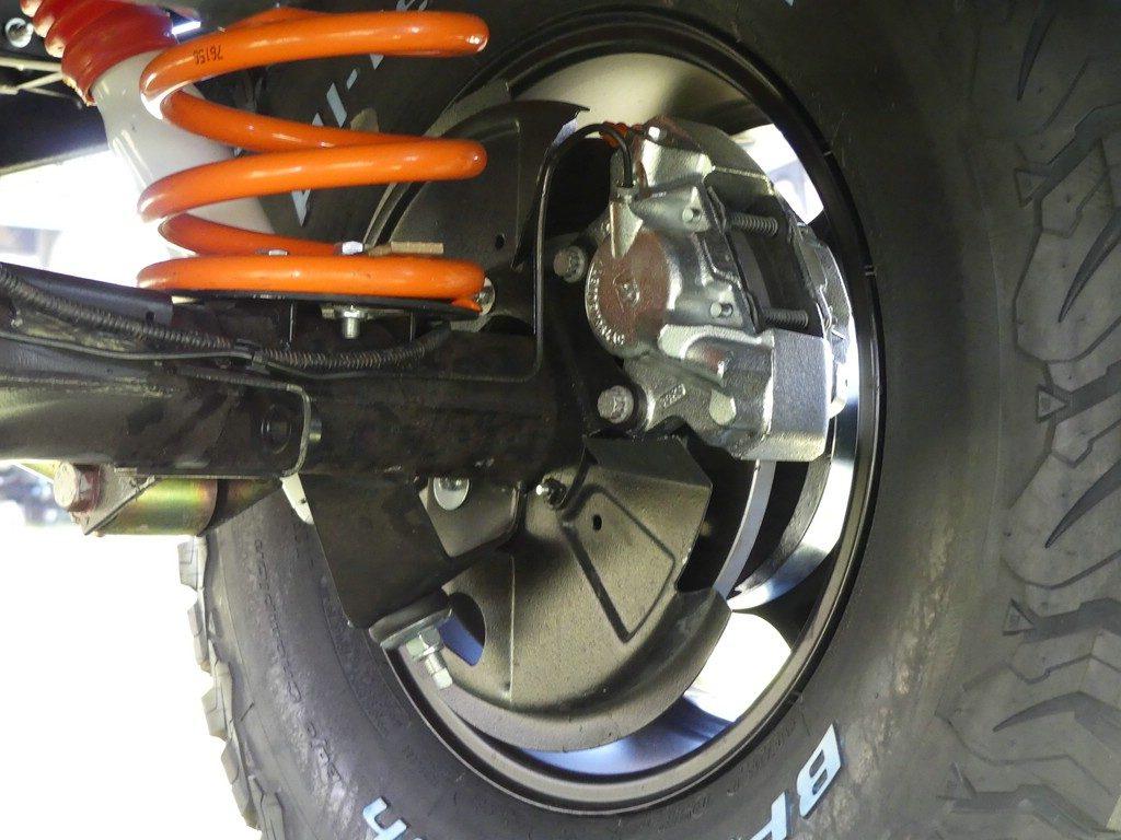 Neue Bremsen und neue Bremsleitungen.
