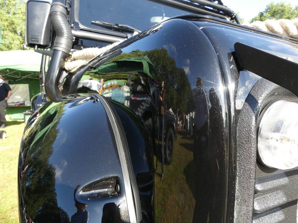 Die neue Farbe heißt Santorini Black und wird für den Range Rover Evoque benutzt.