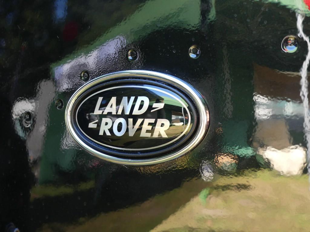 Edeloptik. Land Rover Emblem vom Range Rover Sport.