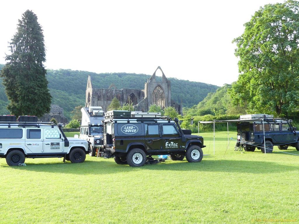 Erzwungenes Exklusic-Camping vor Tintern Abbey.