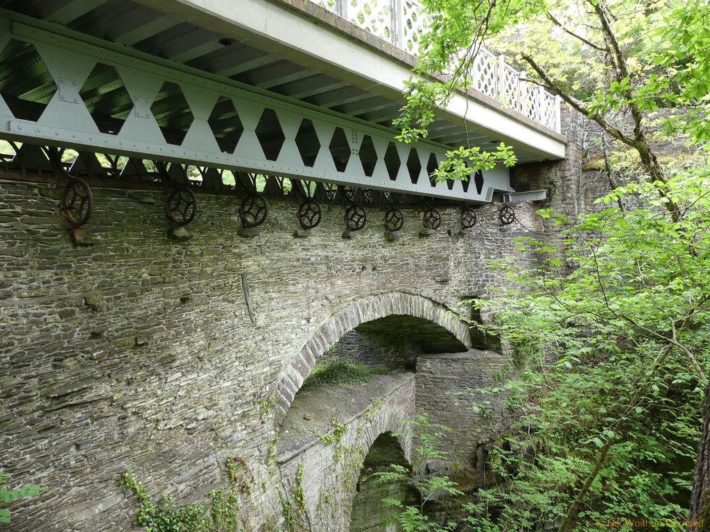 Die drei übereinander gebauten Brücken der Devils Bridge.