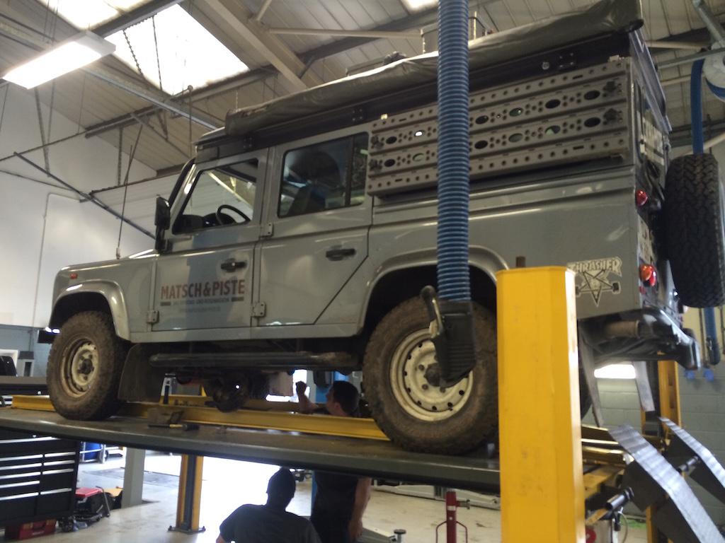 Der Dicke bei Stratstone Land Rover, Newport