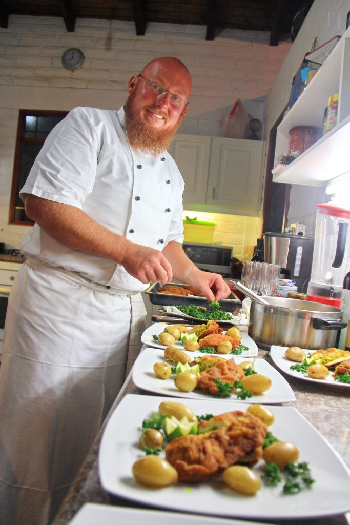 Kochen in der Finca Sommerwind in Ecuador, Interview Christian Weinberger