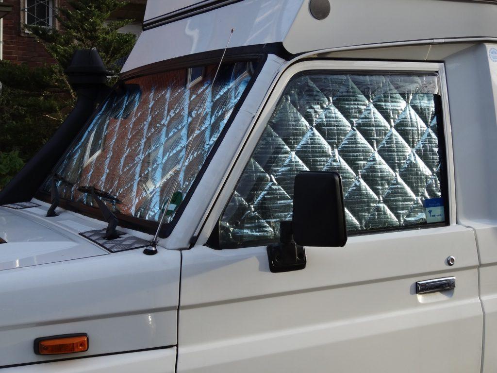 Die BlidimaX-Sichtschutzmatten an Anjas und Gehards Toyota