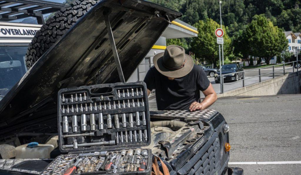 Bodensee Overlander: Nicht immer läuft alles glatt - hier streikt die Lichtmaschine am ersten Tag der Generalprobe