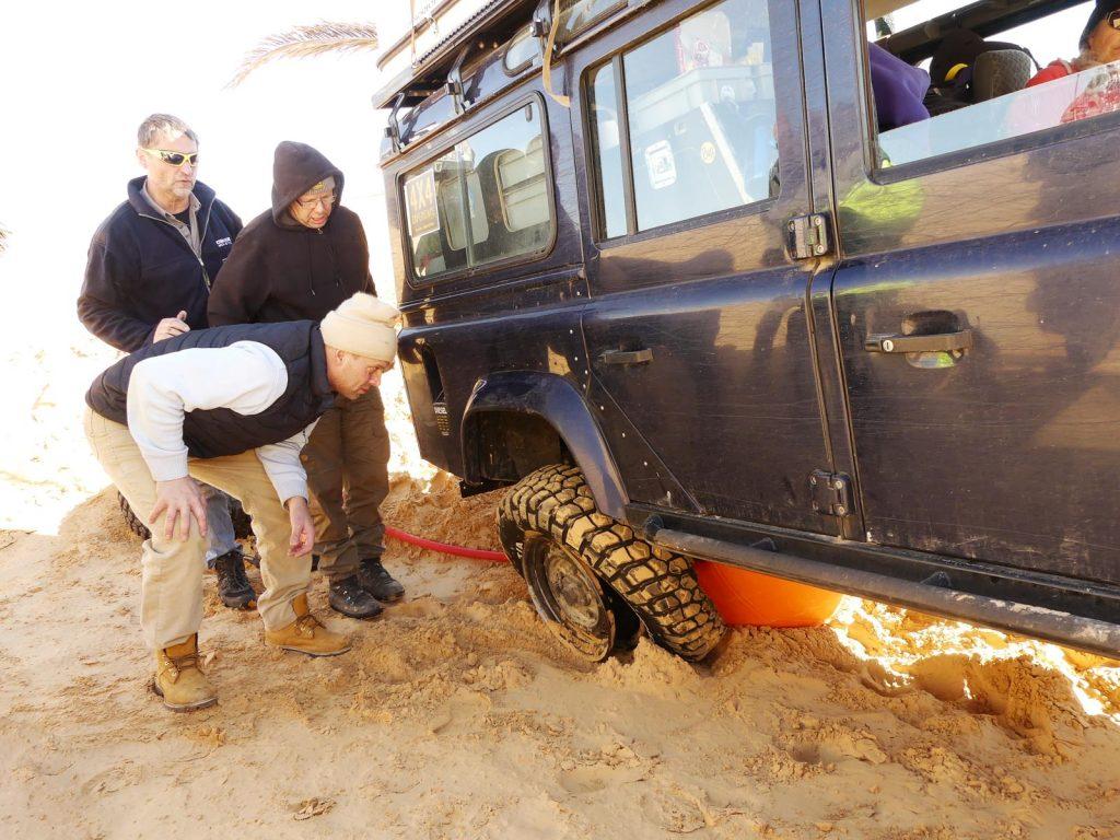 Martins Reifen ist von der Felge gerutscht, Tunesien Sahara Extrem