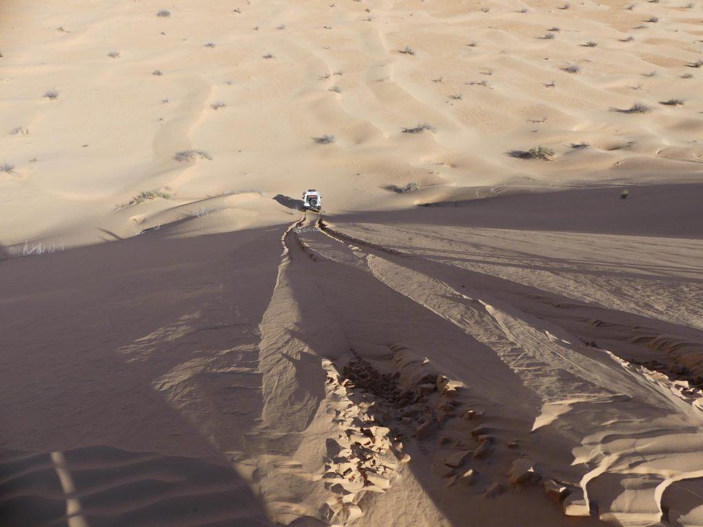 Einige der Dünenabfahrten sind ordentlich steil, Sahara Tunesien