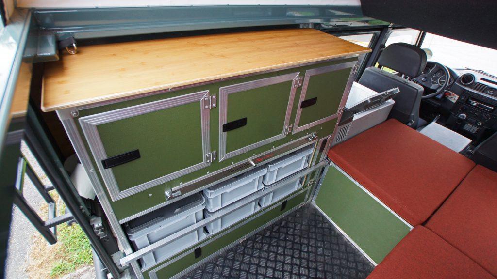 Offroad-Hesch Innenausbau Defender, Hochschrank BigCase mit Bambusplatte