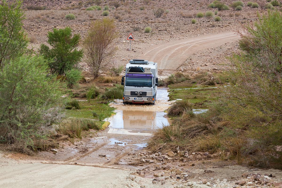 15 viele Furten haben noch Wasser nach heftigen Regengüssen, Foto: Constanze Kühnel, Mantoco