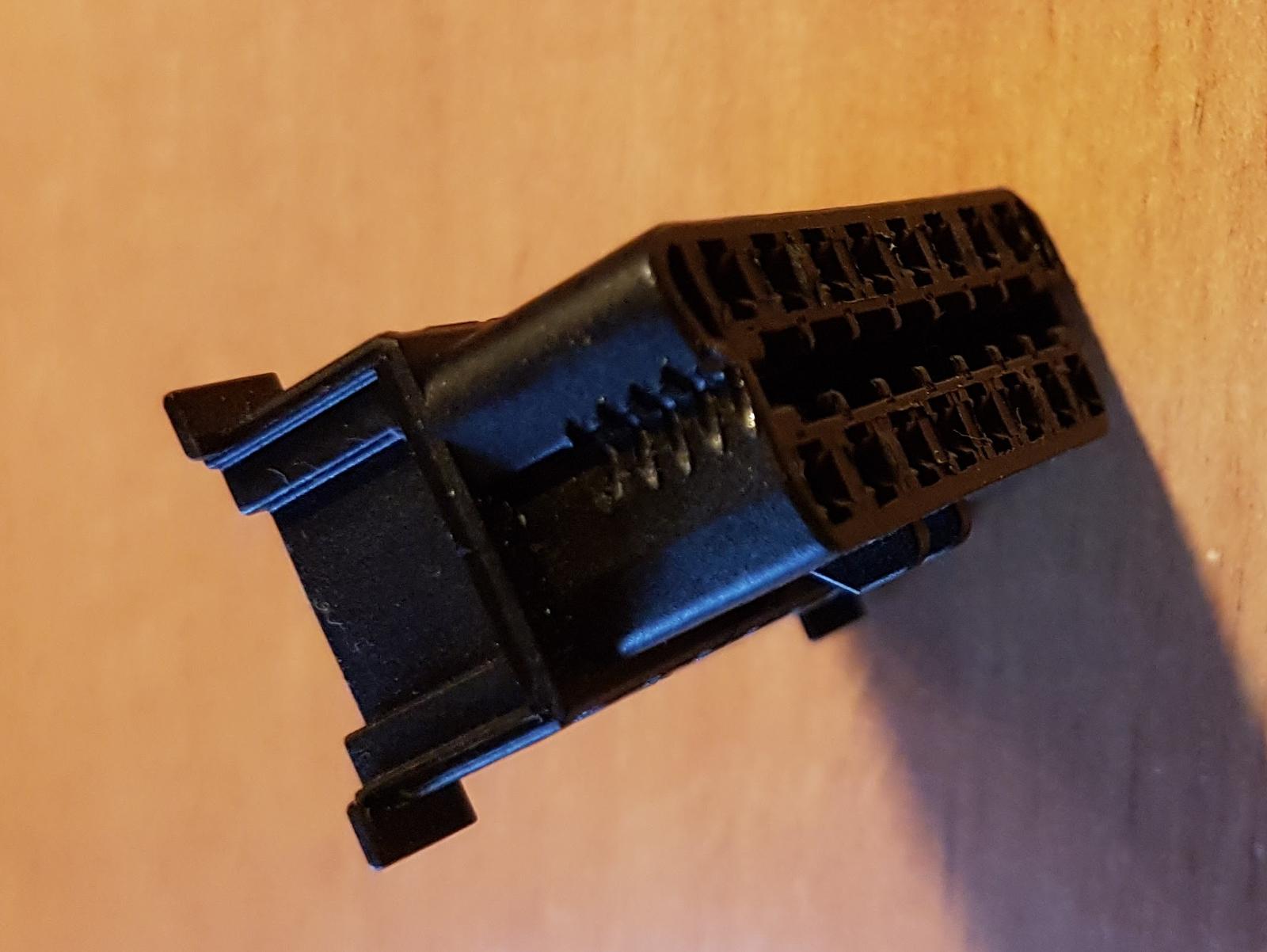 fahrzeug diebstahlschutz der obd saver von ok computer im detail matsch piste. Black Bedroom Furniture Sets. Home Design Ideas
