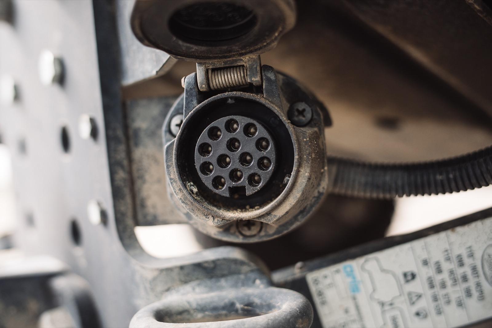 Elektrosatz der Anhängerkupplung am Land Rover Defender