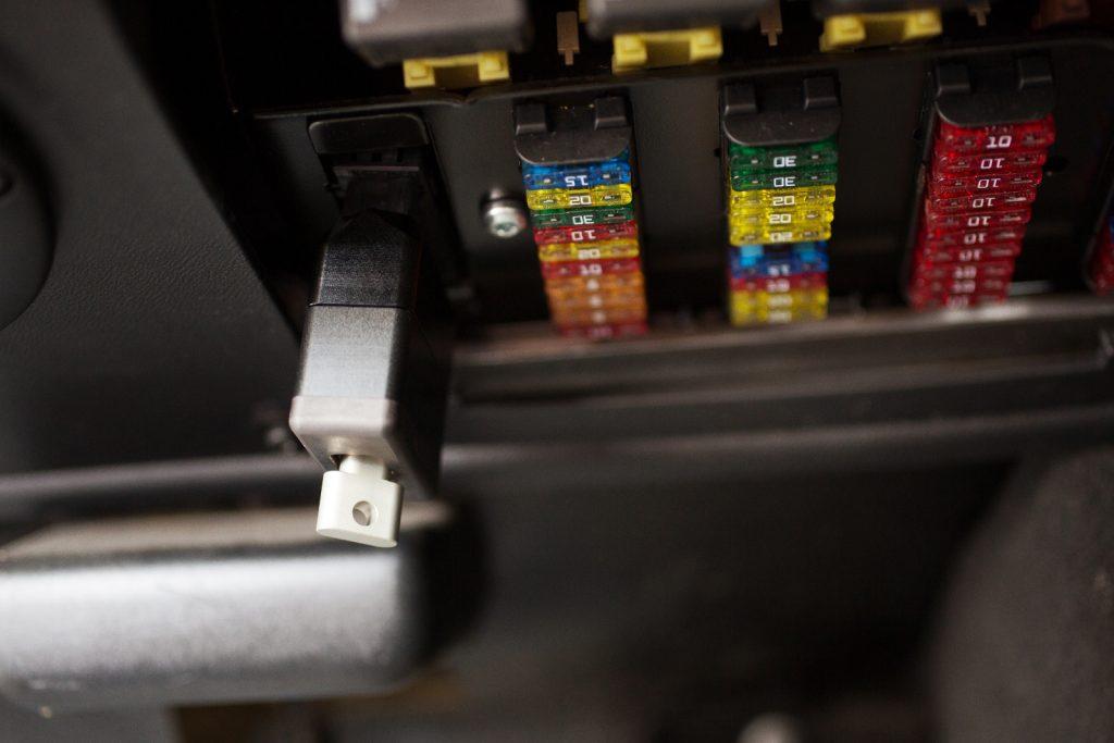 OK-Computers - OBD-Schutz Universal Plus Einfach aufstecken und festschrauben und mit dem Schlüssel verschließen.