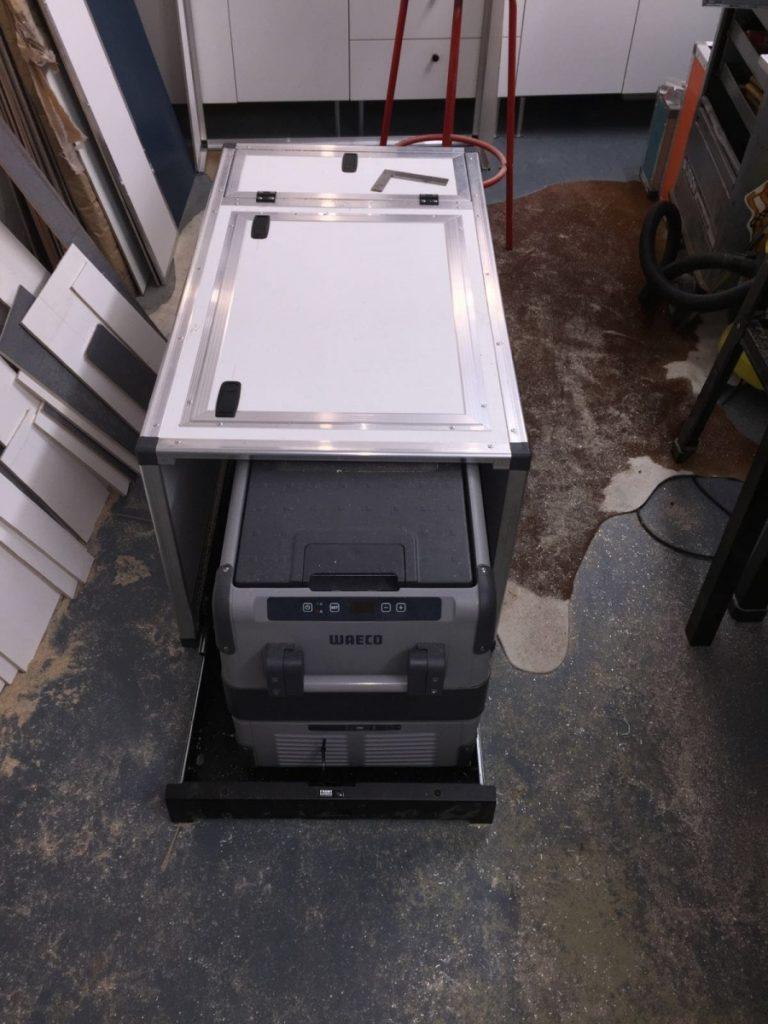 Offgemöbelt Innenausbau des Rockton - Kühlbox